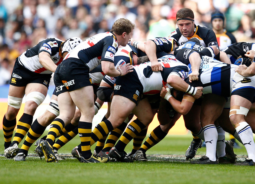 Photo: Richard Lane/Richard Lane Photography. London Wasps v Bath Rugby. The St. George's Day Game. Guinness Premiership. 24/04/2010. Wasps scrum.
