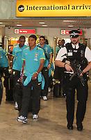 LONDRES, INGLATERRA, 17 JULHO 2012 - DESEMBARQUE SELECAO BRASILEIRA OLIMPICA EM LONDRES - Tiago Silva da selecao masculina olimpica de futebol desembarca no Aeroporto de Heathrow em Londres na Inglaterra, nesta terca-feira, 17. (FOTO: GUILHERME ALMEIDA / BRAZIL PHOTO PRESS).