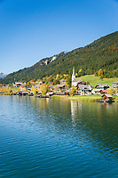 Oesterreich, Kaernten, Techendorf mit evangelischer Filialkirche: Herbststimmung am Weissensee | Austria, Carinthia, Techendorf with subsidiary church: autumn scenery at Lake Weissensee