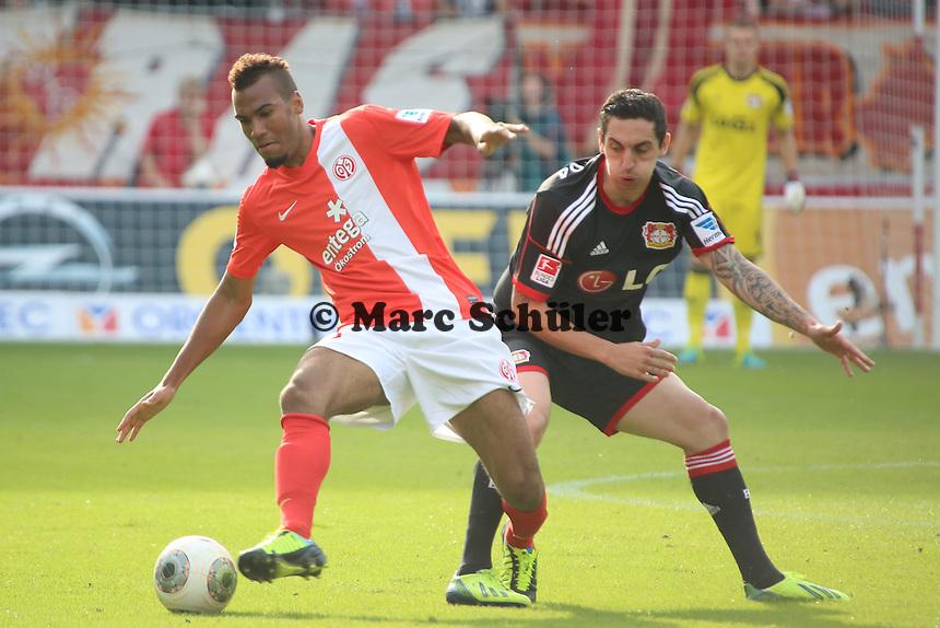 Eric Maxim Choupo Moting (Mainz)  gegen Roberto Hlbert (Bayer)-1. FSV Mainz 05 vs. Bayer 04 Leverkusen, Coface Arena, 6. Spieltag