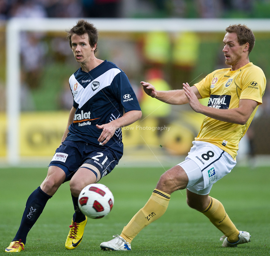 MELBOURNE, AUSTRALIA - NOVEMBER 18: Robbie Kruse of the Victory kicks the ball during the round 14 A-League match between the Melbourne Victory and Central Coast Mariners at AAMI Park on November 18, 2010 in Melbourne, Australia (Photo by Sydney Low / Asterisk Images)