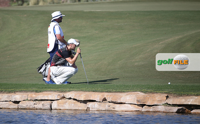 Martin Kaymer (GER) finds the edge of the 17th during Round Two of the DP World Tour Championship 2016, played at the Jumeirah Golf Estates, Dubai, United Arab Emirates. 18/11/2016. Picture: David Lloyd | Golffile.<br /> <br /> All photo usage must display a mandatory copyright credit as: &copy; Golffile &amp; David Lloyd.