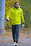 09.11.2010, Platz 5, Bremen, GER, Training Werder Bremen, im Bild Keeper Tim Wiese ( Werder #01) Keeper Tim Wiese ( Werder #01) auf den Weg zum Training    Foto © nph / Kokenge