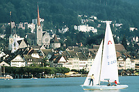 Switzerland. Zoug. View on the old town. A sailboat is on the lake of Zoug . © 1989 Didier Ruef
