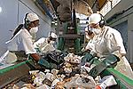 Reciclagem de lixo. Rio de Janeiro. 2006. Foto de Rogério Reis.