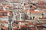 Altstadt (Baixa) mit dem Elevador (Lift) de Carmo (auch Santa Justa) und dem Convento do Carmo, Lissabon, Portugal