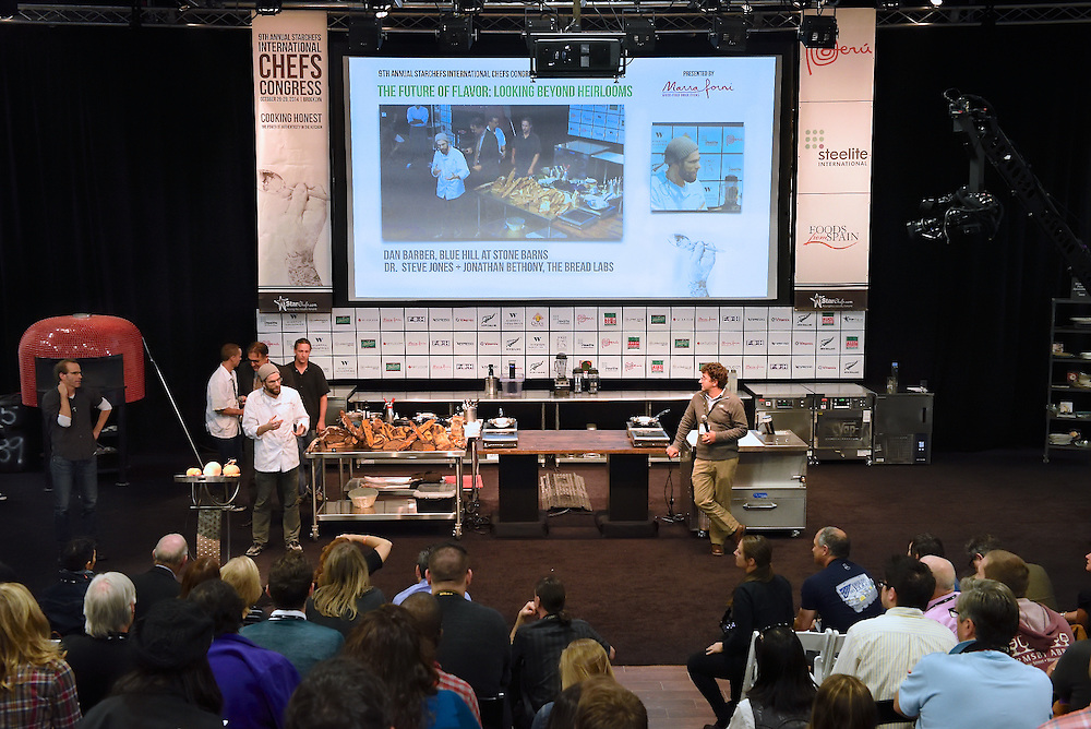 Chef Dan Barber giving a presentation at the StarChefs International Congress.