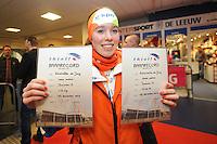 SCHAATSEN: HEERENVEEN: 27-12-2013, IJsstadion Thialf, KNSB Kwalificatie Toernooi (KKT), Antoinette de Jong met haar baanrecords, ©foto Martin de Jong