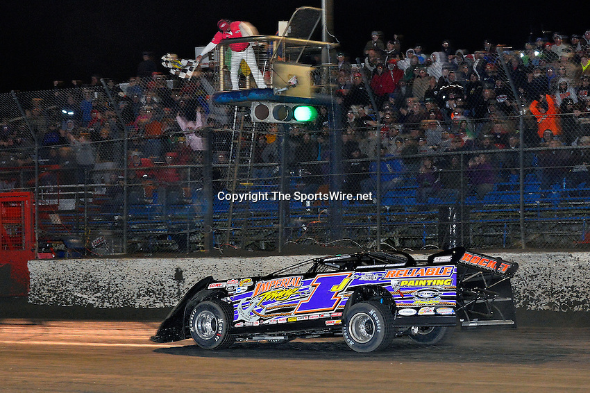 Feb 15, 2014; 9:40:54 PM; Gibsonton, FL., USA; The Lucas Oil Dirt Late Model Racing Series running The 38th Aannual WinterNationals at East Bay Raceway Park.  Mandatory Credit: (thesportswire.net)