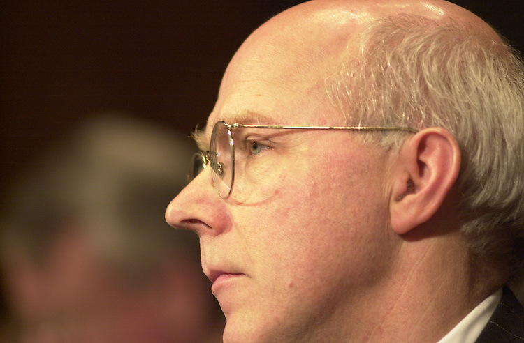 RC20000229-405-IW: February 29, 2000: Lobbyist Tomothy Boggs at the AOL-Time Warner merger Judiciary Hearing.           Ian Wagreich/Roll Call
