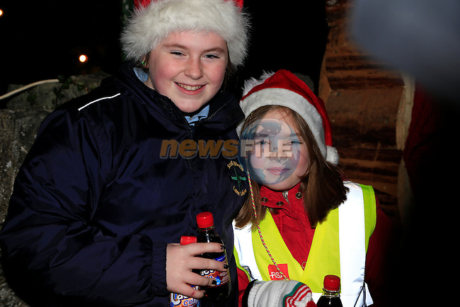 Kate Farrelly and Katieann McRory in dunleer for the arrival of Santa<br /> Picture: Fran Caffrey www.newsfile.ie