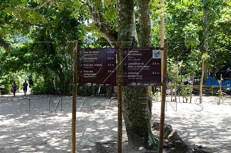 Placa na Praia do Sono, Paraty - RJ, 01/2016.