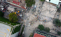 Fotografia aerea de las labores de rescate la tarde de hoy en edificios de la colonia Roma ubicados alrededor de las calles Viaducto entre Monterrey y Medellin, así como  Medellin y calle San Luis. El reporte hasta el día de hoy es de un saldo de 225 muertos  que dejo el sismo de 71.1 registrado el dia de ayer durante el aniversario del terremoto de 1985. Se espera la cifra aumente en los próximas horas y días. Ciudad de Mexico a 20sep2017<br /> (Foto:Ruben Betancourt/TattùMedia/NortePhoto.com<br /> <br /> Aerial photography of today's afternoon rescue work in buildings of Roma colony located around Viaducto streets between Monterrey and Medellin, as well as Medellin and San Luis Street. The report to date is a balance of 225 deaths that left the earthquake of 71.1 registered yesterday during the anniversary of the earthquake of 1985. It is expected to increase in the next hours and days. Mexico City at 20sep2017<br /> (Photo: Ruben Betancourt / TattùMedia / NortePhoto.com