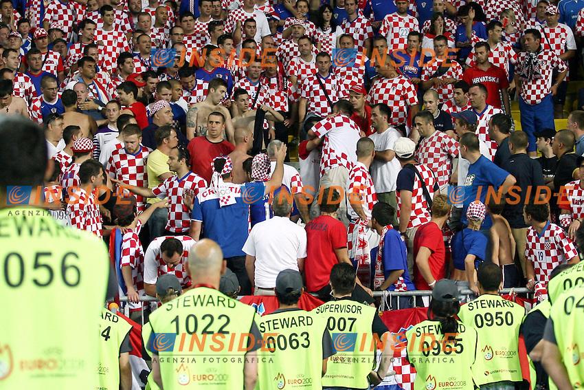 MG Vienna ( Austria) 20/06/2008  - Euro 2008 / Croazia-Turchia/ Foto Andrea Staccioli / Insidefoto<br /> Nella foto: Incidenti sugli spalti nel settore dei tifosi Croazia
