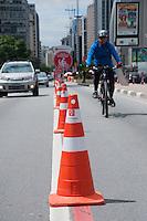 SÃO PAULO-SP-05,10,2014-OPERAÇÃO/ELEIÇÕES 2014/CICLOFAIXA/HORÁRIO REDUZIDO- As ciclofaixas da cidade de São Paulo terá horário reduzido excepcionalmente hoje.Funcionará dàs 7:00 às 15:00 hs/Local: Avenida Paulista;Região Centro Sul da cidade de São Paulo,fim da manhã desse Domingo,05(Foto:Kevin David/Brazil Photo Press)
