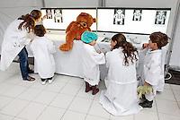 Tijdens Teddybeer Hospital mogen kinderen met hun knuffel naar het ziekenhuis komen. AMC Amsterdam
