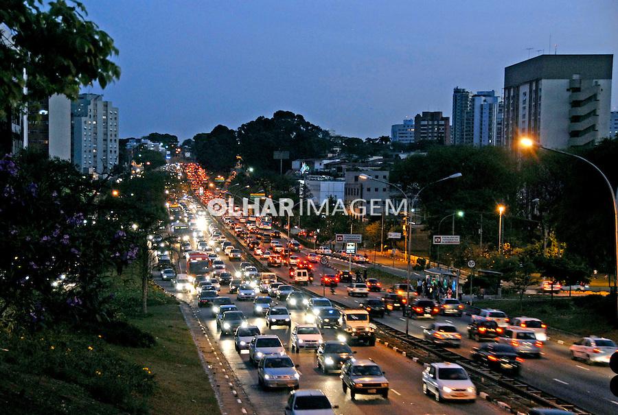 Congestionamento de transito na avenida 23 de Maio. São Paulo. 2007. Foto de Juca Martins.