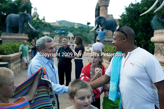 SUN CITY, SOUTH AFRICA – MARCH 31: Sol Kerzner, the South African hotel magnate, is greeted tourists while walking around the Palace Hotel on March 31, 2009 in Sun City, South Africa. Mr. Kerzner went to Sun City to see the resort that he built many years ago. Mr. Kerzner has finally returned to SA after spending many years overseas developing hotels. He opened a One&Only Hotel in Cape Town on April 3, 2009. (Photo by Per-Anders Pettersson)