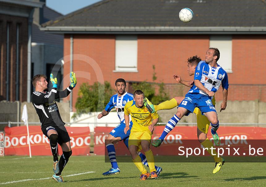 Gullegem - AA Gent :<br /> <br /> Nicolas Gezelle kan een doelpoging met het hoofd van Ante Puljic (R) niet verhinderen<br /> <br /> foto VDB / BART VANDENBROUCKE