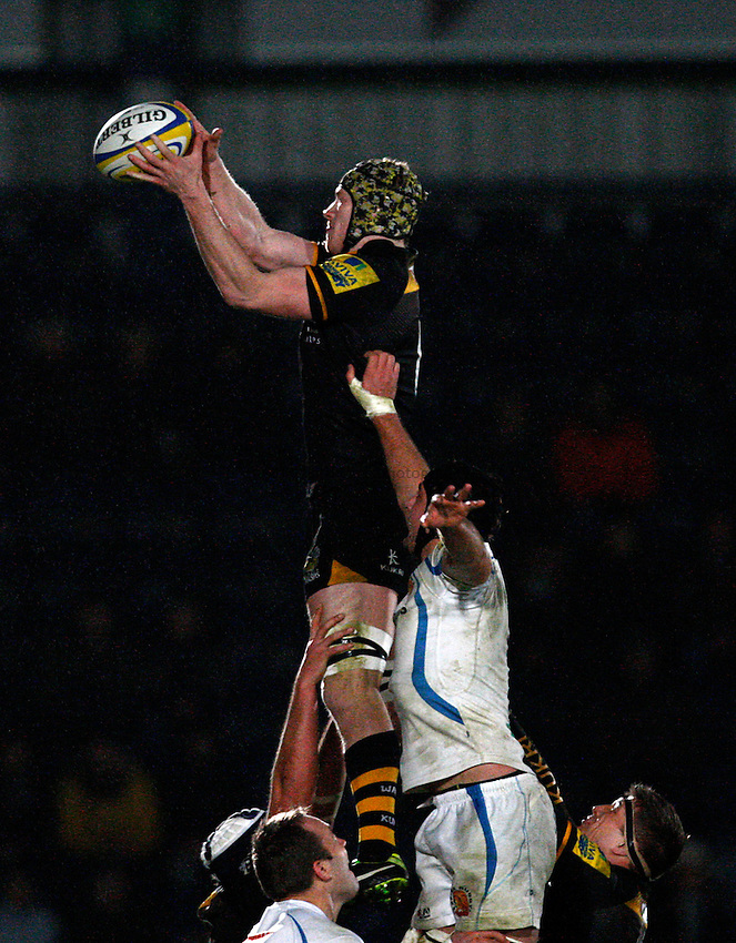 Photo: Richard Lane/Richard Lane Photography. London Wasps v Exeter Chiefs. Aviva Premiership. 05/01/2014. Wasps' Kearnan Myall wins a lineout