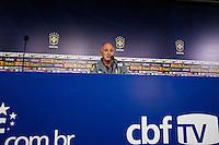 BELO HORIZONTE, MINAS GERAIS, 22 DE ABRIL 2013 - COLETIVA LUIZ FELIPE SCOLARI - Luiz Felipe Scolari treinador da seleção brasileira de futebol durante coletiva de immprensa apos treinamento na Minas Arena (Mineirão), na tarde desta terça-feira, 22. Amanhã o Brasil enfrenta o Chile no mesmo local. FOTO: WILLIAM VOLCOV / BRAZIL PHOTO PRESS.