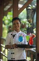 "Asie/Birmanie/Myanmar/Yangon: Hôtel ""Pan Sea"" - Serveuse et cocktails"