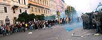 Scontri tra manifestanti e Guardia di Finanza davanti al Ministero dell'Economia<br /> Fighting between the police and protesters in front of the Ministry of the Economy<br /> Roma 19-10-2013 Manifestazione Assedio all'austerity.<br /> Demostration - Siege the austerity.<br /> Photo Samantha Zucchi Insidefoto