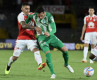 BOGOTÁ - COLOMBIA, 28-07-2018: Yeison Gordillo (Izq.) jugador de Santa Fe disputa el balón con Gonzalo Castellani (Der.) jugador del Nacional durante el encuentro entre Independiente Santa Fe y Atlético Nacional por la fecha 2 de la Liga Águila II 2018 jugado en el estadio Nemesio Camacho El Campin de la ciudad de Bogotá. / Yeison Gordillo (L) player of Santa Fe struggles for the ball with Gonzalo Castellani (R) player of Nacional during match between Independiente Santa Fe and Atletico Nacional for the date 2 of the Aguila League II 2018 played at the Nemesio Camacho El Campin Stadium in Bogota city. Photo: VizzorImage/ Gabriel Aponte / Staff