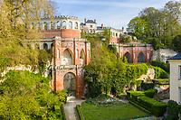 France, Sarthe (72),  Poncé-sur-le-Loir, jardin du château de Poncé en avril, la terrasse Caroline, folie néogothique