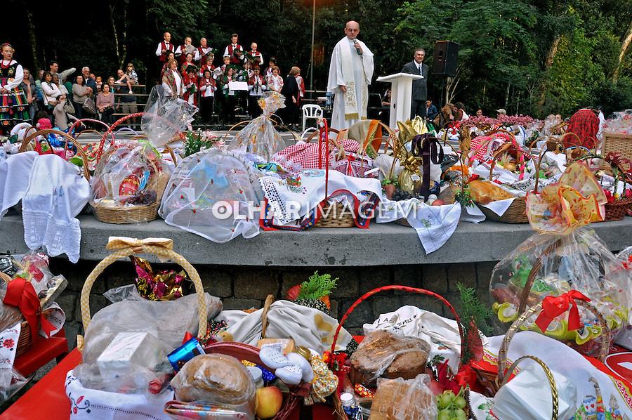 Bençao dos alimentos na Pascoa Polonesa em Curitiba. Parana. 2012. Foto de Alberto Viana.