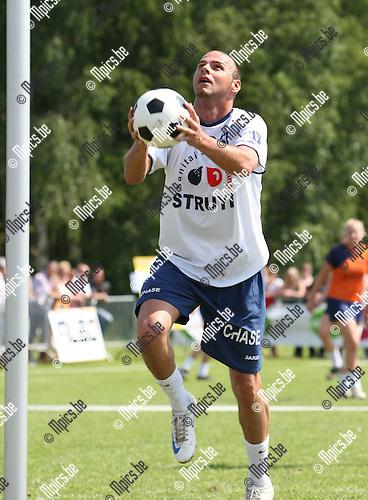2009-05-24 / Korfbal / Veldfinale 2009  Scaldis - Boeckenberg / Davor Duronjic (Boeckenberg) met een doelpoging..Foto: Maarten Straetemans (SMB)