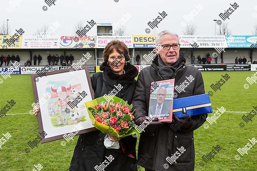 2015-01-25 / Voetbal / Seizoen 2014-2015 / Hoogstraten / svbo / De volledige jeugdwerking van HVV op post voor het vieren van 25 jaar voorzitter Jan Michoel.<br /><br />Foto: Mpics.be