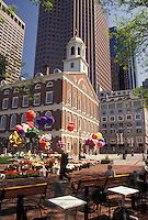 AJ4432, Boston, Marketplace, Faneuil Hall, outdoor cafe, Quincy Market, Massachusetts, View of flower and balloon stands at Faneuil Hall Marketplace from an outdoor cafe in downtown Boston in the state of Massachusetts.