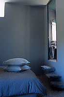Three cantilevered steps fashioned out of stone slabs lead up from the bedroom to the ensuite bathroom