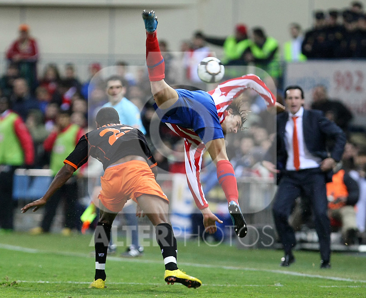 Atletico de Madrid's Juan Valera (r) and Valencia's Miguel Brito during La Liga match.(ALTERPHOTOS/Acero)