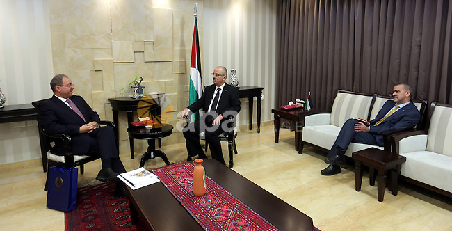 Palestinian Prime Minister, Rami Hamadallah, meets with Jihad al-Wazeer Governor of the Palestinian Monetary Authority in the West Bank city of Ramallah, on Nov. 18, 2015. Photo by Prime Minister Office