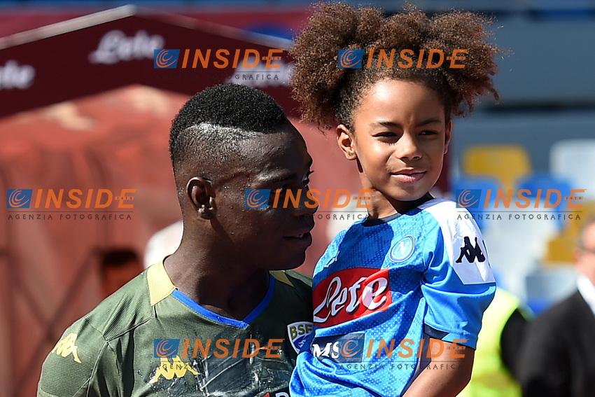 Mario Balotelli of Brescia with his daughter<br /> Napoli 29-9-2019 Stadio San Paolo <br /> Football Serie A 2019/2020 <br /> SSC Napoli - Brescia FC<br /> Photo Cesare Purini / Insidefoto