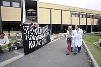 Roma, 5 Novembre 2009.Ospedale Sandro Pertini.Protesta dei centri sociali per contro la morte di Stefano Cucchi avvenuta proprio nell'ospedale.Nello striscione:Stefano Cucchi è stato ammazzato anche qui.