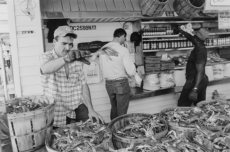 Maine Avenue crab stand, in July 1993. (Photo by Maureen Keating/CQ Roll Call via Getty Images)
