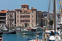 Europe/France/Aquitaine/64/Pyrénées-Atlantiques/Pays-Basque/Saint-Jean-de-Luz: Maison de l'Infante et le port de pêche
