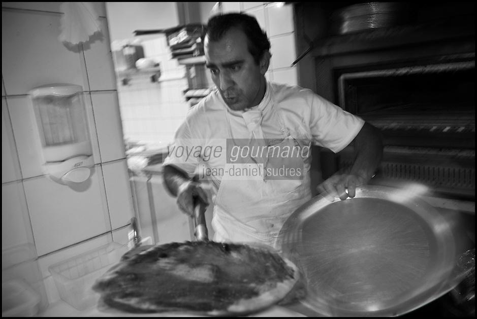 Europe/France/Provence-Alpes-Côte d'Azur/13/Bouches-du-Rhône/Marseille: Rodolphe Bodikian, pizzaïolo  -  Pizzaria: L'eau à la bouche, [Non destiné à un usage publicitaire - Not intended for an advertising use]
