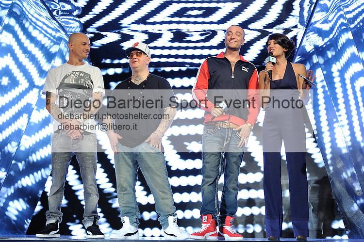 (KIKA) - TORINO, 29/06/2012 - I Club Dogo vengono intervistati da Angela Rafanelli durante la prima serata degli MTV Days in piazza Castello a Torino, il 29 giugno 2012.