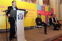 RIO DE JANEIRO, RJ, 05 SETEMBRO 2013 - PREFEITURA LANÇA PLATAFORMA DIGITAL RIO +  -  O prefeito do Rio de janeiro Eduardo Paes participou do anuncio de mais uma parceria para tornar a gestão da cidade mais colaborativa, a adoção da plataforma digital Rio +  que permite a todo o cidadão enviar ideias criativas para melhorar o Rio de Janeiro, o portal a população pode sugerir ações e projetos criativos, que podem ser listados em 12 áreas como Cidadania, Comunidade e Mobilidade. No Palácio da Cidade em Botafogo, nessa quinta 05. (FOTO: LEVY RIBEIRO / BRAZIL PHOTO PRESS)