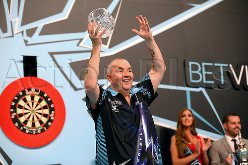 24.07.2016. Empress Ballroom, Blackpool, England. BetVictor World Matchplay Darts. Phil Taylor lifts the runner-up vase
