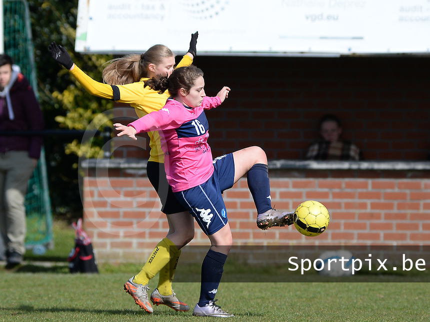 20160328 - Zwevezele , BELGIUM : duel pictured between Zwevezele's Nele Debyser (left) and Turnhout's Lara Lenaerts (r) during the soccer match between the women teams of Voorwaarts Zwevezele and FC Turnhout  , on the 20th matchday of the Belgian Third division for Women on Saturday 28 th March 2016 in Zwevezele .  PHOTO SPORTPIX.BE DAVID CATRY