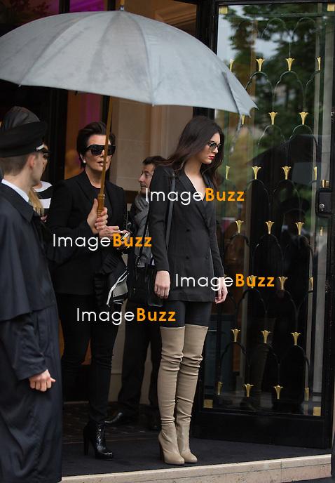 Kendall Jenner &amp; Kris Jenner - Le clan Kardashian a fait les boutiques parisiennes mercredi 22 mai chez &quot;Yves Saint-Laurent&quot; &quot;C&eacute;line &quot;Ala&iuml;a&quot; et la &quot;Maison Michel&quot; sp&eacute;cialis&eacute;e dans les chapeaux. Paris 21 mai 2014 <br /> The Kardashian family in Paris. Khlo&eacute; Kardashian, Kourtney Kardashian, Kendall Jenner, Kylie Jenner and Kris Jenner enjoy shopping in Paris. The Kardashian's stopped by the &quot; Saint Laurent &quot;, &quot; C&eacute;line &quot;, &quot; Ala&iuml;a &quot; stores and &quot; Maison Michel &quot;, a hats boutique. In the evening, the family went to the &quot; Costes &quot; restaurant, where Kim Kardashian came by herself without Kanye West. France, Paris, 21 May, 2014.