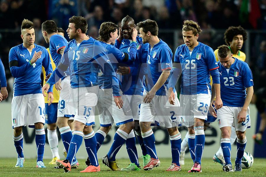 GENEBRA, SUICA, 21 DE MARCO DE 2013 - Jogadores da Italia comemoram gol durante partida amistosa contra o Brasil, disputada em Genebra, na Suíça, nesta quinta-feira, 21. O jogo terminou 2 a 2. FOTO: PIXATHLON / BRAZIL PHOTO PRESS
