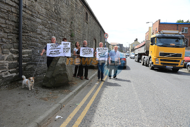 Residents on the North Strand protesting with Cllr. Frank Godfrey about the traffic and lack of parking on the Street<br /> Picture:  Fran Caffrey / www.newsfile.ie