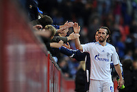 FUSSBALL   1. BUNDESLIGA   SAISON 2011/2012    10. SPIELTAG Bayer 04 Leverkusen - FC Schalke 04                        23.10.2011 Christian FUCHS (Schalke) dankt den mitgereisten Fans