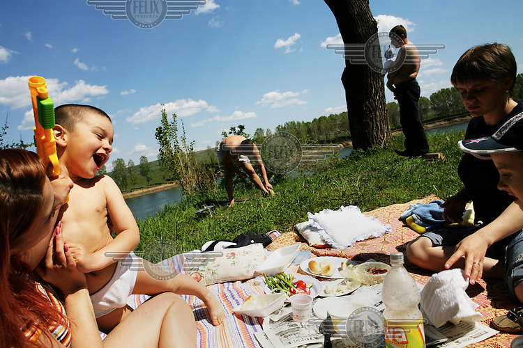 A policeman and his family picnic by the Dnister (Nistru) River.